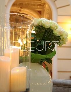 Fehér üveggömb váza